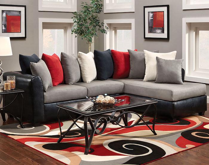 quelle couleur va avec le rouge, canapé gris, association avec gris, et noir, tapis coloré, table basse en metal, peinture couleur lin