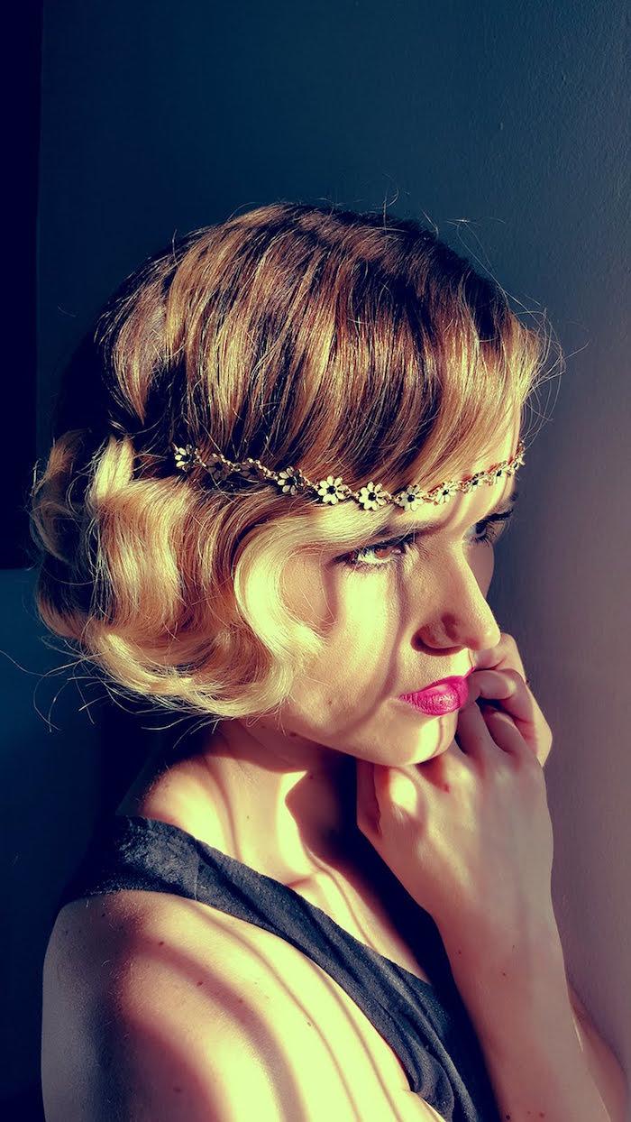 coiffure année 20 mi long bijou tete pin up années 1920