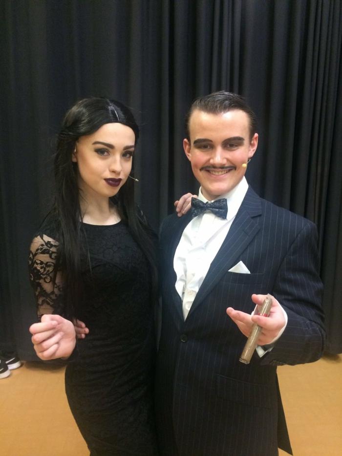 Image Morticia de la famille Addams belle femme gothique The addams family costumes femme et homme