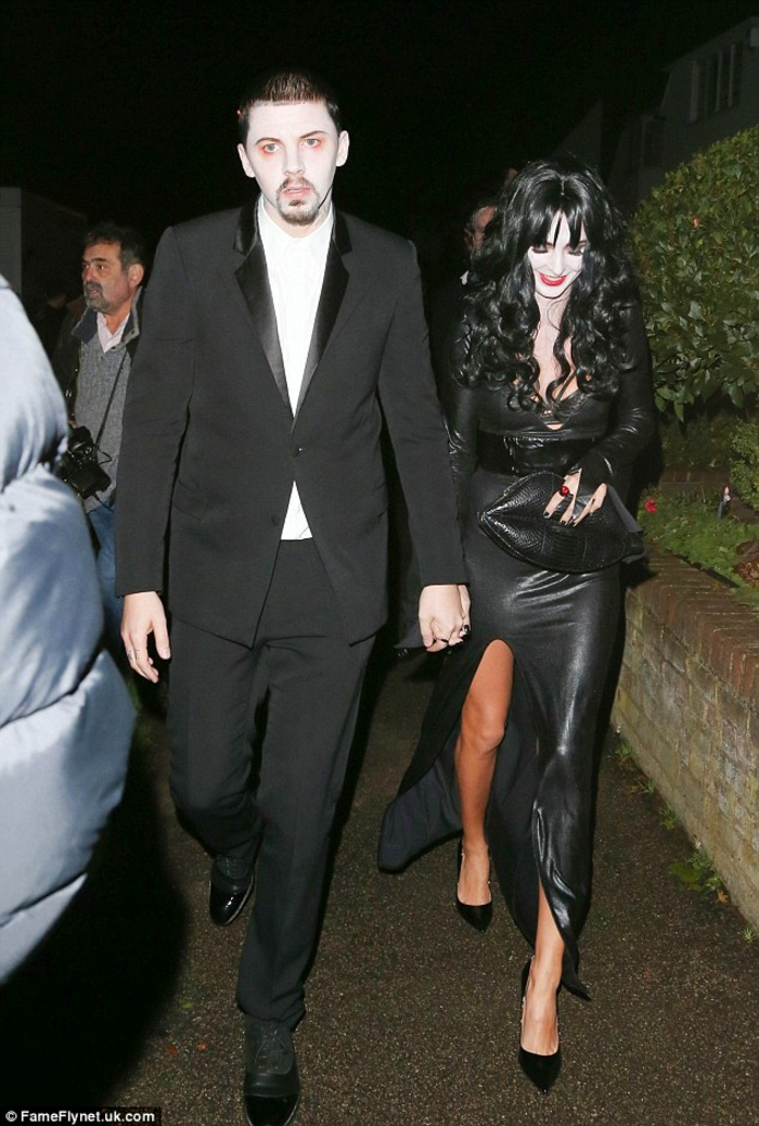 Idée déguisement inspiré par Morticia et Gomez de la famille Addams musique thème déguisement Halloween