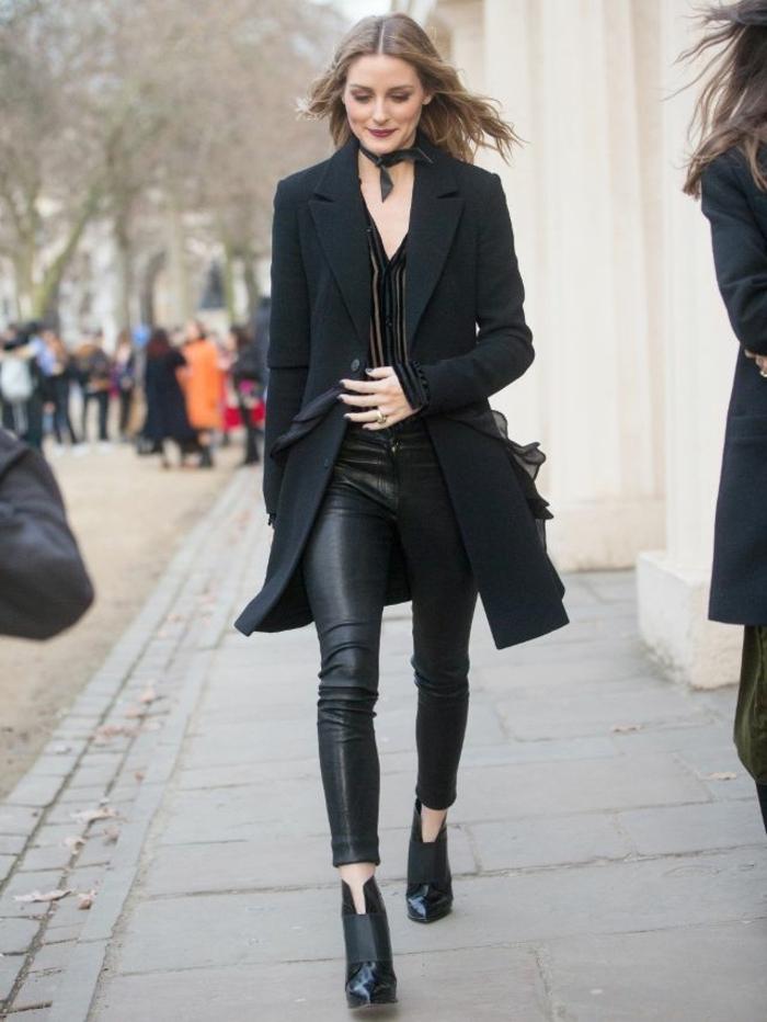 Habit Olivia Palermo tout noire tenue tenue jean boyfriend bottines a talon epais bottines ouverte