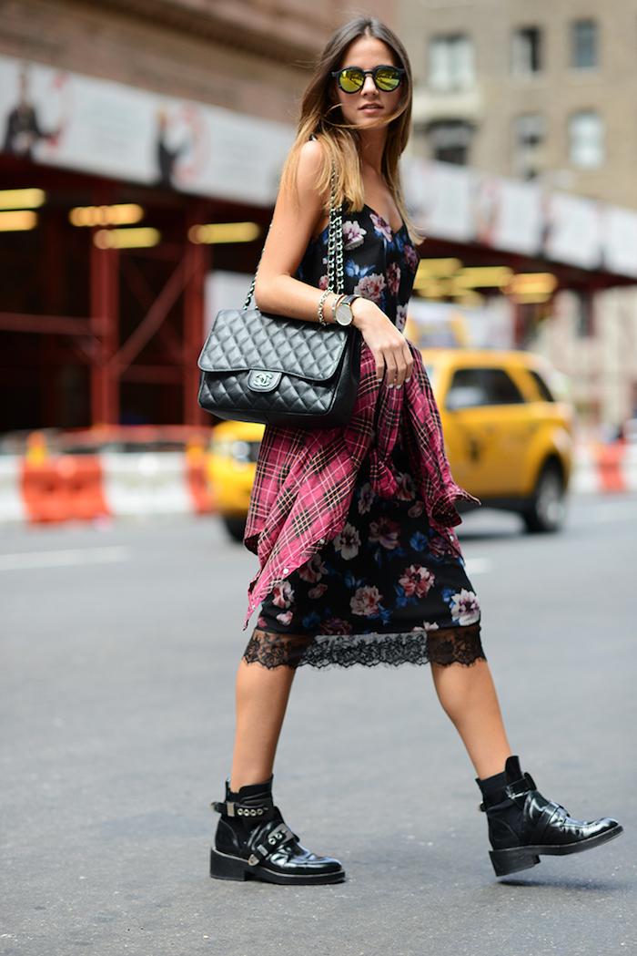 style vestimentaire femme, coiffure cheveux ombré, lunettes de soleil effet miroir, montre en argent modèle femme