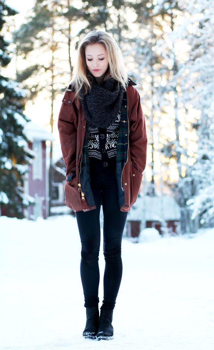 vetement femme, coloration cheveux blonds avec racines foncées, veste marron modèle femme