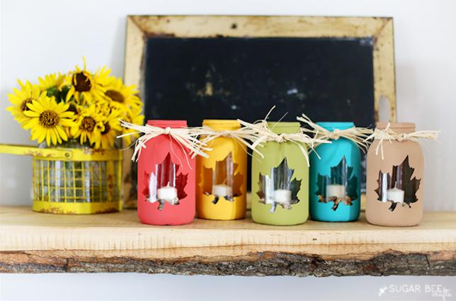 des pots en verre avec des fenêtres en forme de feuille, deco automne a faire soi meme, bougeoirs intéressants