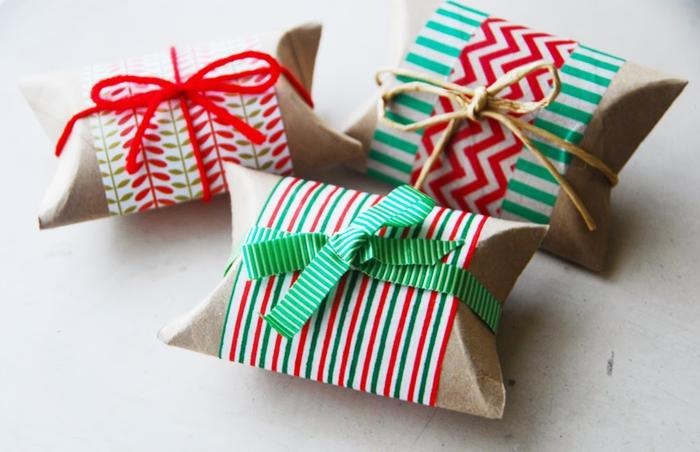 idée pour un bricolage a faire avec des rouleaux de papier recyclés, boîtes à cadeaux de noel décorées de papier cadeaux et de ficelles
