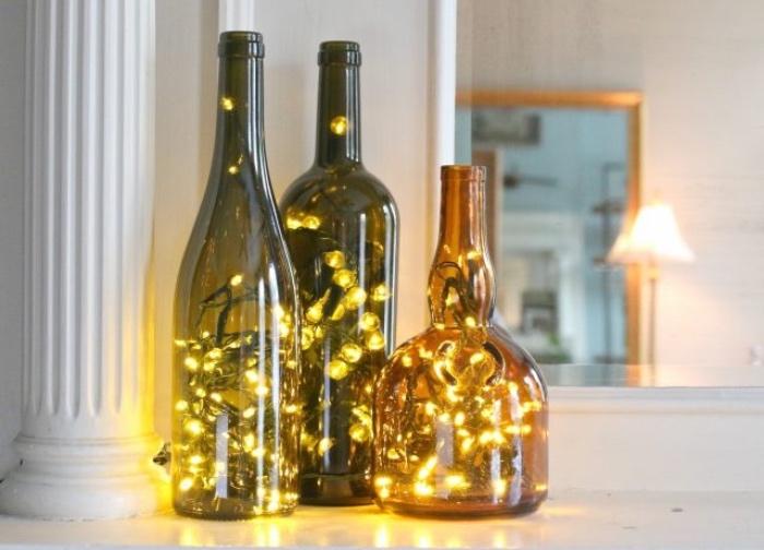 deco bouteille verre, exemple de bricolage facile, bouteilles, remplies de guirlandes lumineuses