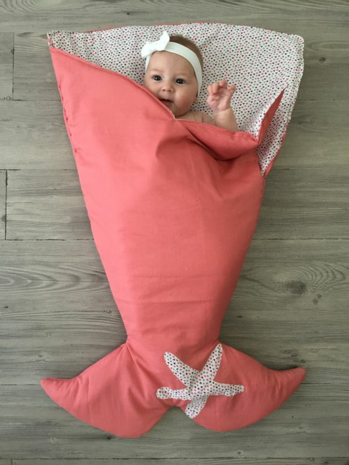 cadeau de naissance original baby cocoon en forme de corps de sirène pour petite fille