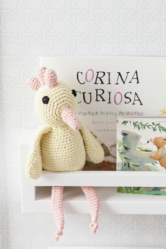cadeau naissance original cadeau de naissance fille une poule jaune tricotée
