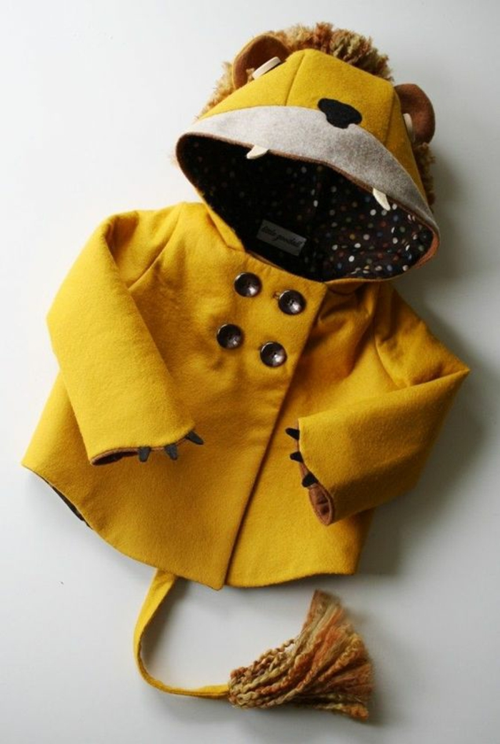 cadeau de naissance original manteau avec la forme d'un animal en couleur jaune moutarde