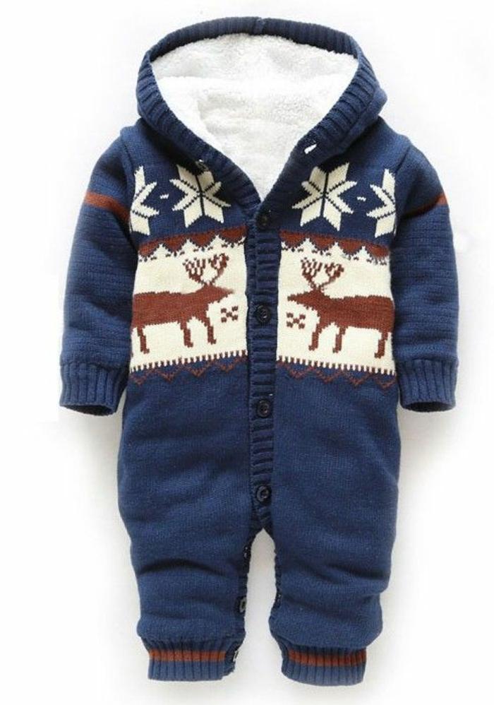 idée cadeau bébé pour la saison automne hiver avec des motifs flocons de neige pour tenir au chaud le petit