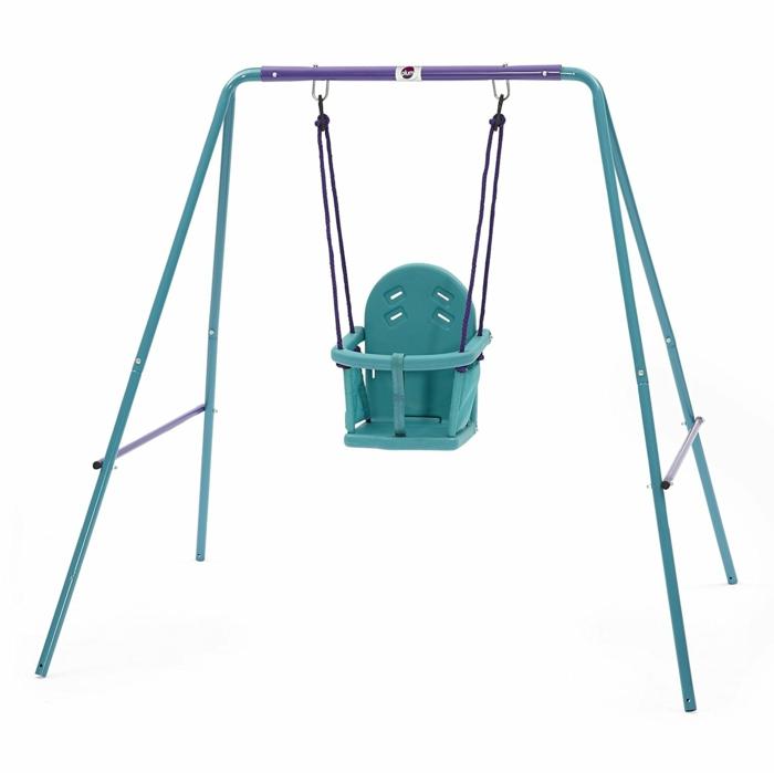 idée cadeau bébé balancoire en bleu pastel et violet pour le jardin