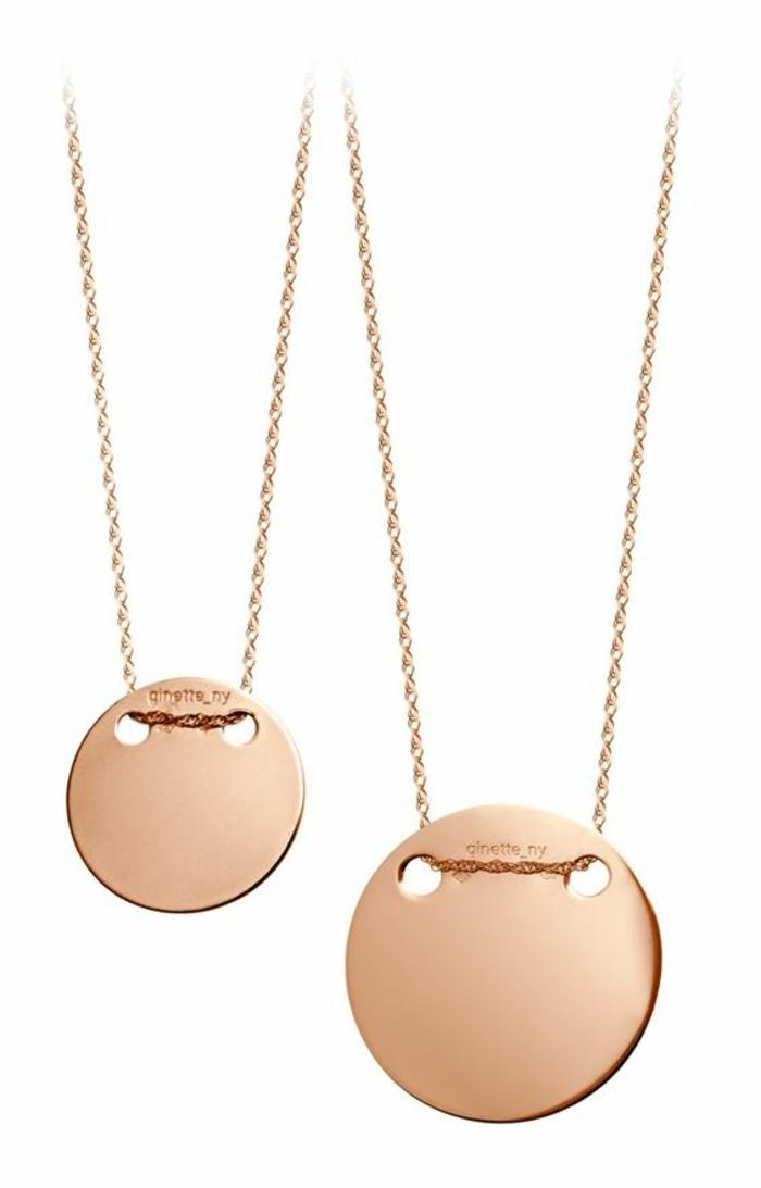 cadeau bébé fille médaillon rond pour y graver le nom de maman et de la petite en or rose