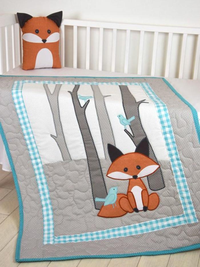 cadeau pour fille couverture et coussins pour le lit de bébé renard sympa dans une foret