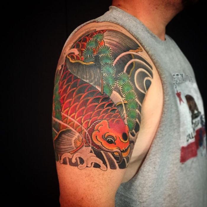 tattoo carpe koi épaule homme poisson rouge japonais