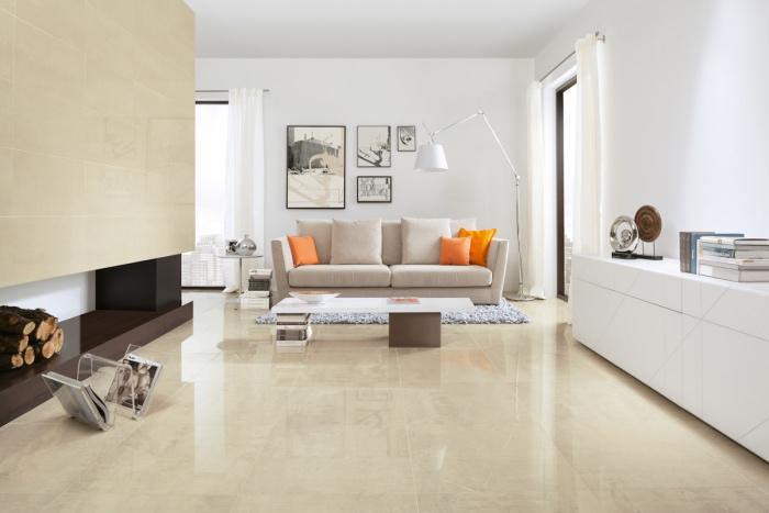 salon blanc et beige, sol et mur carrelage couleur lin avec canapé et tapis gris, mur couleur blanche et meuble tv blanc