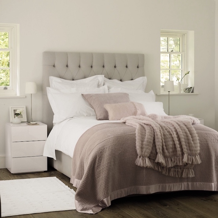 chambre taupe et gris clair 093731 la. Black Bedroom Furniture Sets. Home Design Ideas