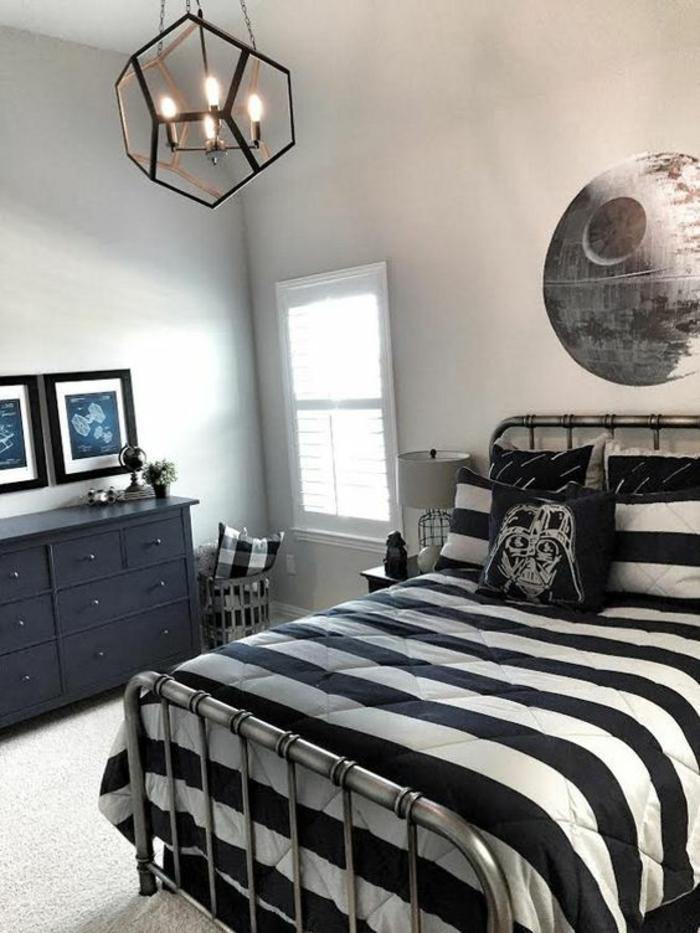 chambre d ado garon avec luminaire en forme geometrique attractive en metal noir theme star wars