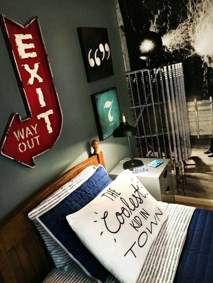 chambre garcon décoration chambre garçon avec inscription Exit illuminante en rouge