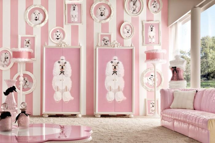 aménagement chambre fille, garde-robe à design chien blanc, table basse en blanc et rose pale