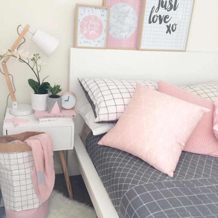 idée comment décorer la chambre fille, lampe de chevet blanche avec corps en bois, petites plantes vertes