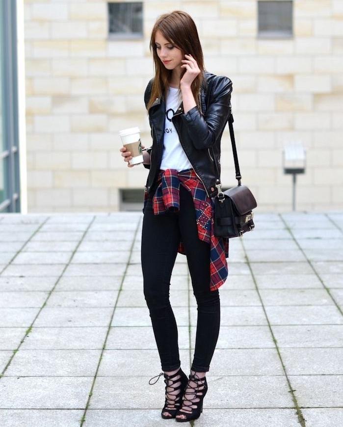 tendances de mode, coupe de cheveux longs couleur châtain foncé, t-shirt blanc avec veste en cuir noir