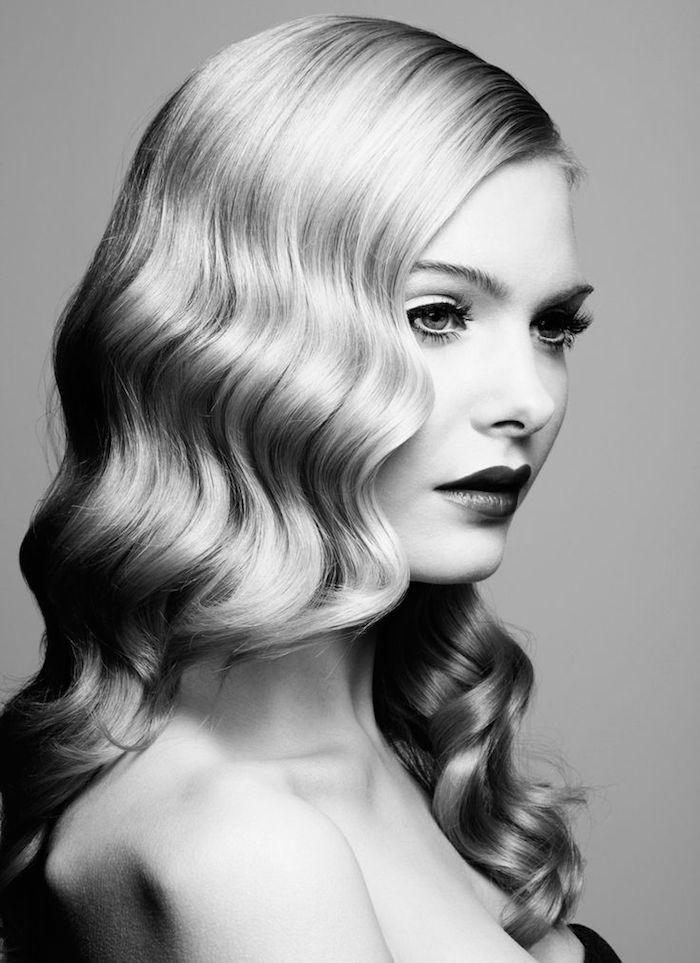 coiffure annees 20 cheveux longs blonds ondulés femme