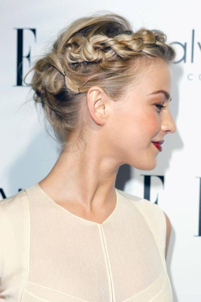 comment faire une tresse originale sur des cheveux courts, une coiffure romantique avec chignon torsadé et une tresse de côté
