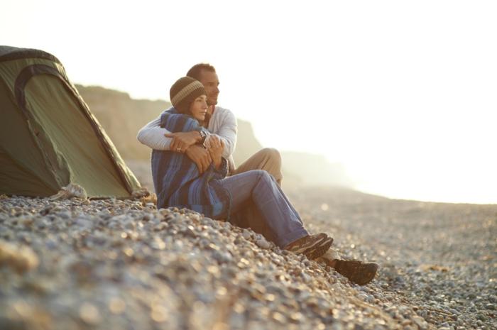 Splendide photo amour couple amoureux image de couple a la plage tente couple amour belle photo