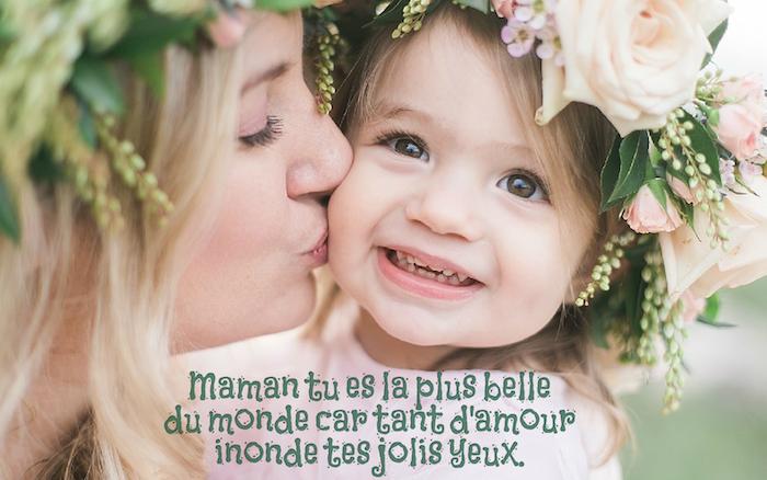 qu est ce que l amour, mère et sa fille avec couronnes de fleurs dans les cheveux, amour maternel phrase inspirante