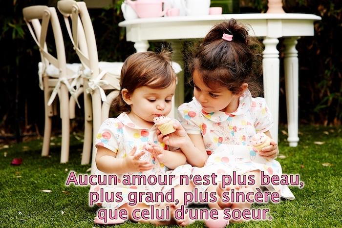 qu est ce que l amour, petites filles soeurs aux robes blanches à ballons, amour soeurs citation inspirante