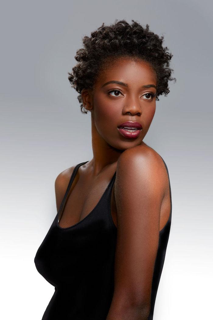 idee cheveux afro court et coiffure femme noire facile