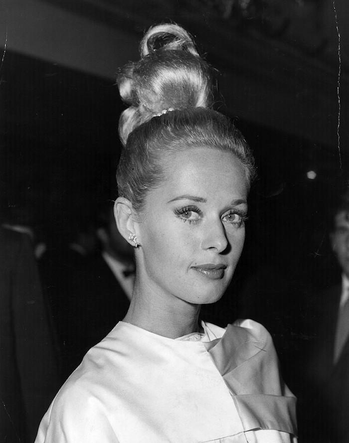 femme avec chignon old school vintage retro coiffure