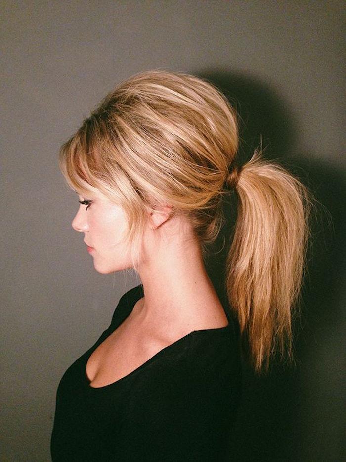coiffure année 60 style brigitte bardot avec volume et queue de cheval