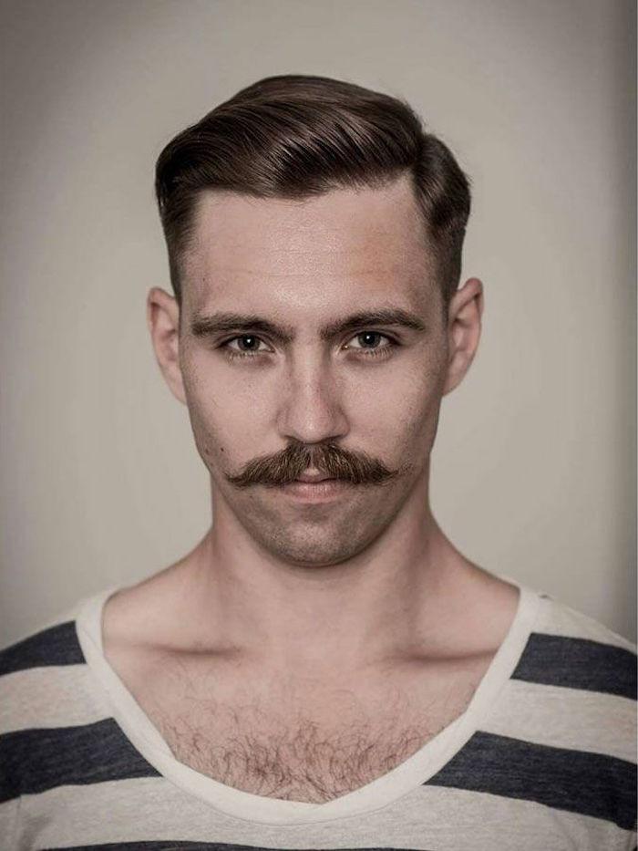 marinière style marin homme a la ancienne avec moustache et coupe année 1920