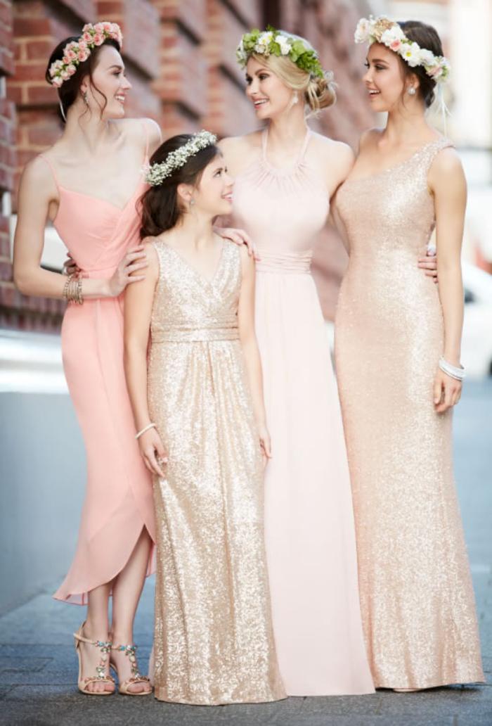 des robes de cérémonie aux douces nuances de rose et corail, modèle long de robe demoiselle fille entièrement brodée de sequins