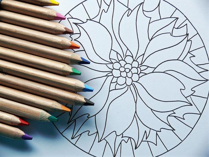 un dessin anti stress à imprimer et à colorier en forme de gui de noel