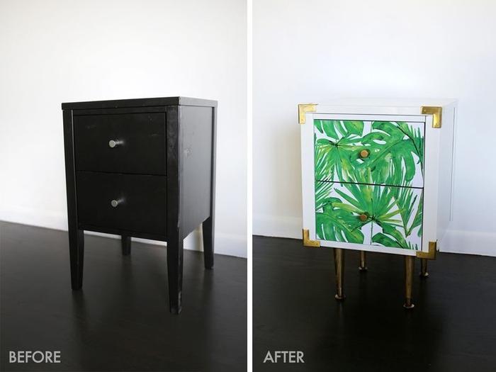 Ideea originală pentru o relație de mobilier cu hârtie adezivă, un tabel negru reproiectat și personalizat cu tapet tropical