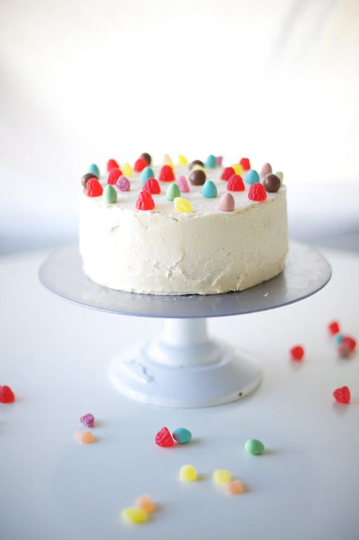 trois façons de décorer un simple gateau d'anniversaire enfant