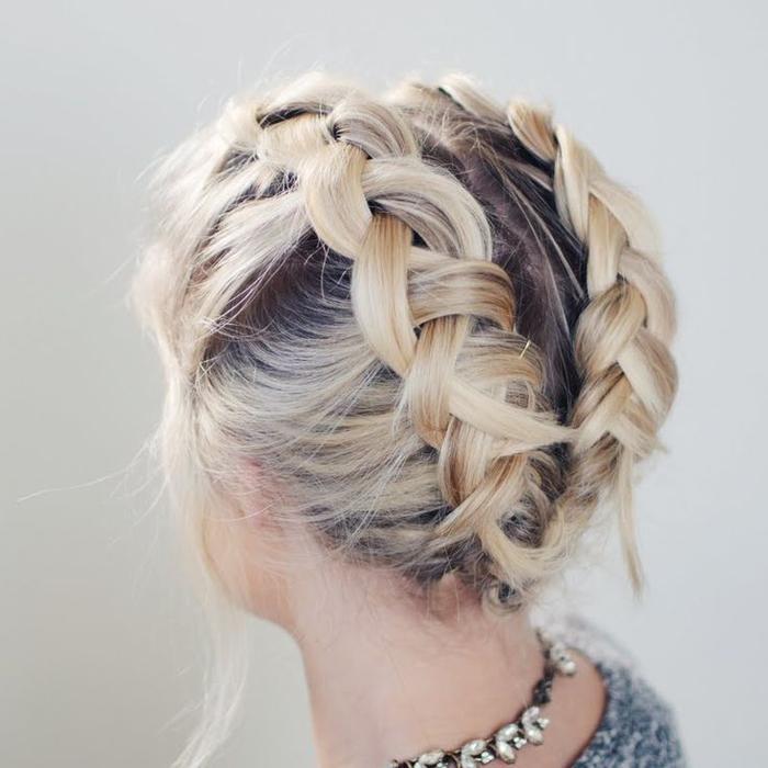 comment faire une tresse romantique sur cheveux courts, duo de tresses symétriques collées en arrière