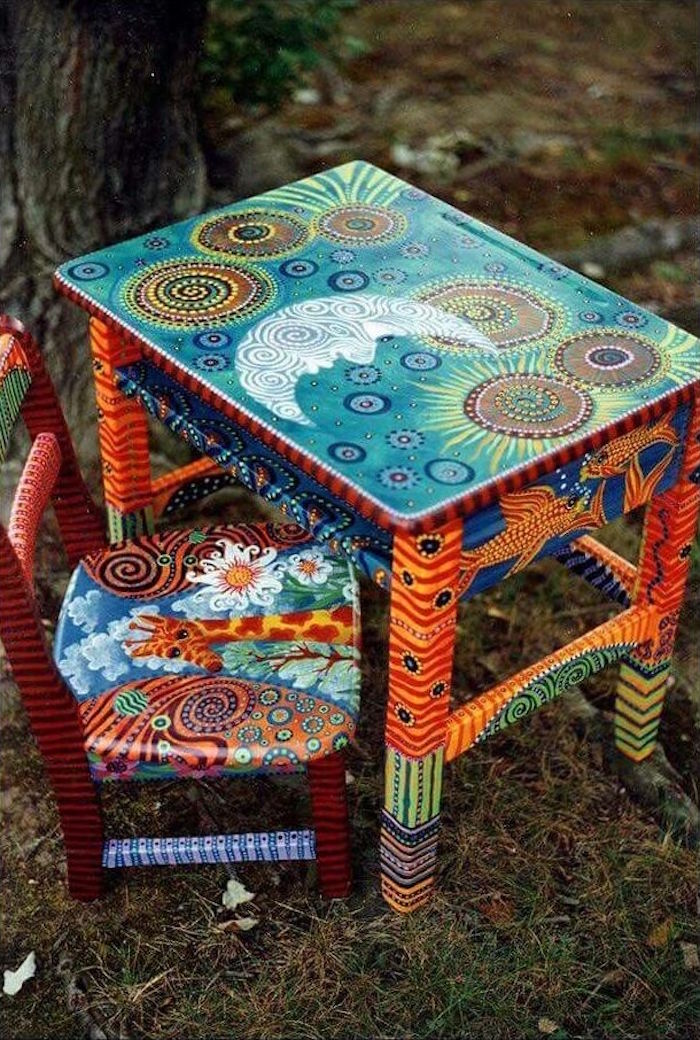 renover et repeindre meuble pour enfant peindre petite table et chaise peinture hippie with. Black Bedroom Furniture Sets. Home Design Ideas