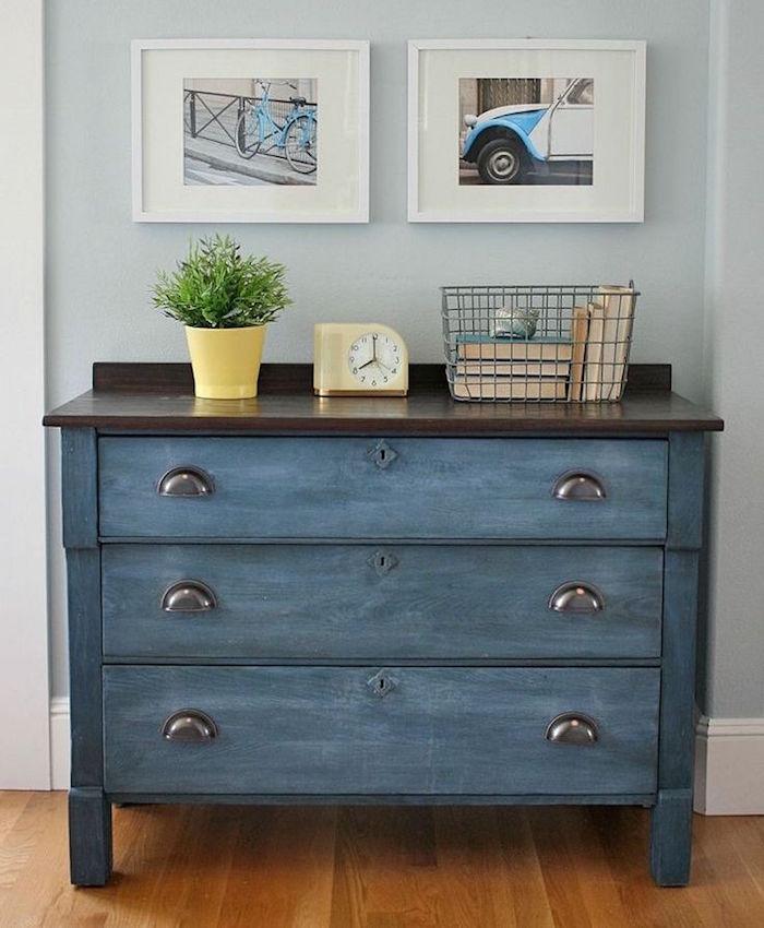 relooking de meubles restauration meuble patiner une commode en bois peinture bleue