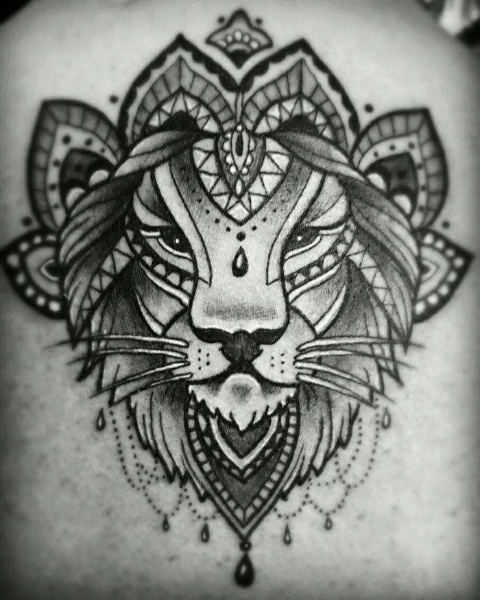 tatouage lion mandala. Black Bedroom Furniture Sets. Home Design Ideas