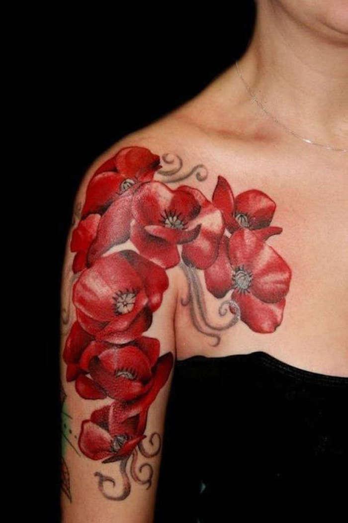 1001 id es tatouage coquelicot un champ de 52 mod les en photos - Tatouage fleur epaule ...