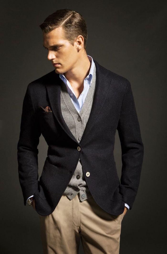 gilet costume homme, tenue homme en blazer noir et gilet gris avec pantalon beige