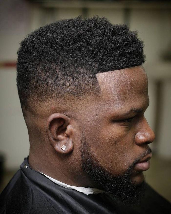 idee coupe courte cheveux crépus homme noir en dégradé américain