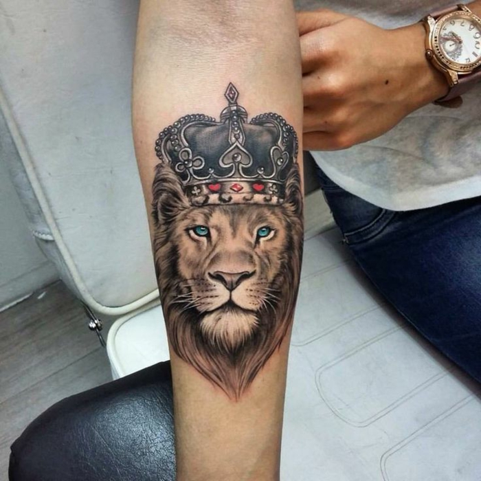 Tatoo lion tatouage couronne signification lion portrait tattoo couronne lion roi