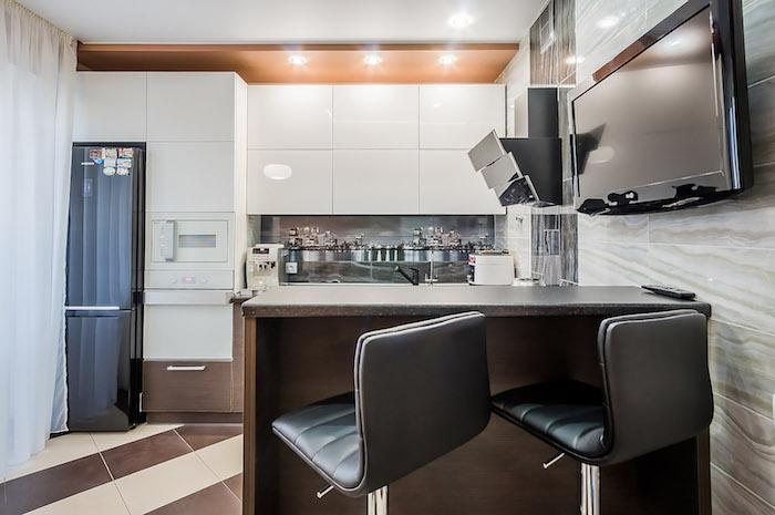 modele de cuisine, ustensiles de cuisine high-tech, éclairage led sur le plafond, meubles compactes en ouvrage verticale