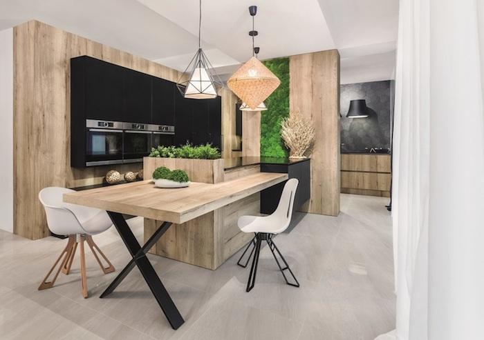 cuisine en bois, plafond blanc et carrelage de sol beige, déco de mur végétal pour ambiance zen