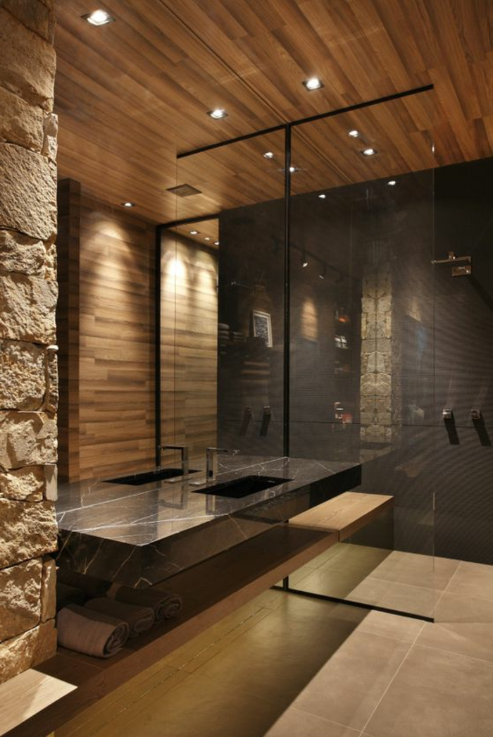 déco salle de bain zen, parement mural pierre et bois, vasque en marbre noir