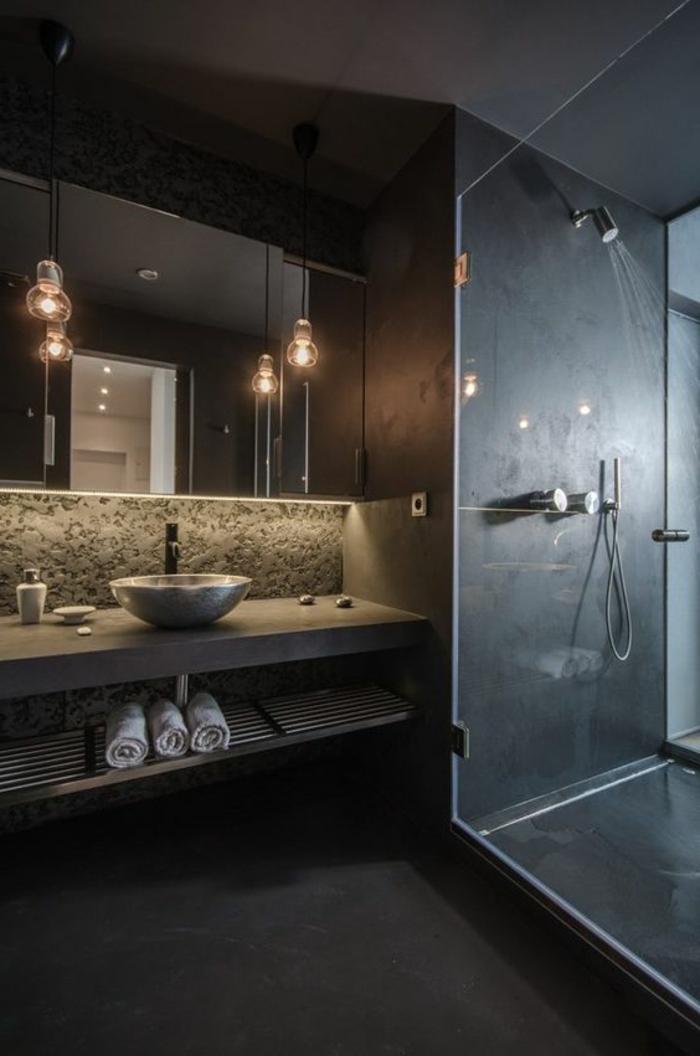 déco salle de bain zen, miroir miral et lampes suspendues, vasque ovale à poser, comptoir en béton